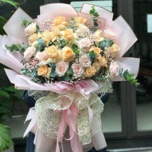 bó hoa sinh nhật màu kem