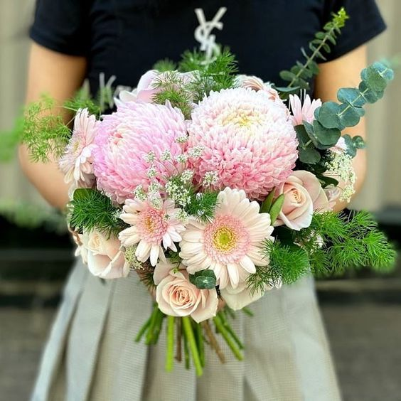 hoa cưới câm tay cô dâu