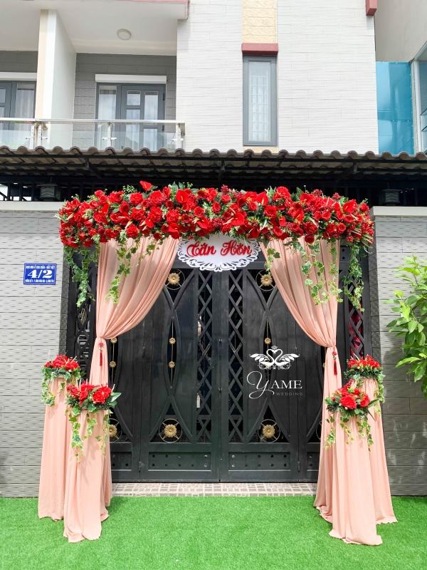 Cổng hoa cưới tông màu Đỏ