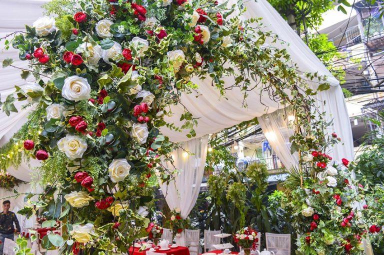 Mẫu cổng đám hỏi nhẹ nhàng bằng hoa hồng