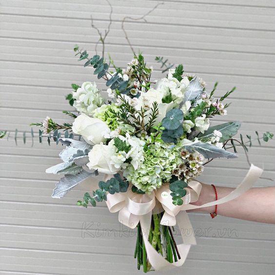 hoa tay cô dâu trắng